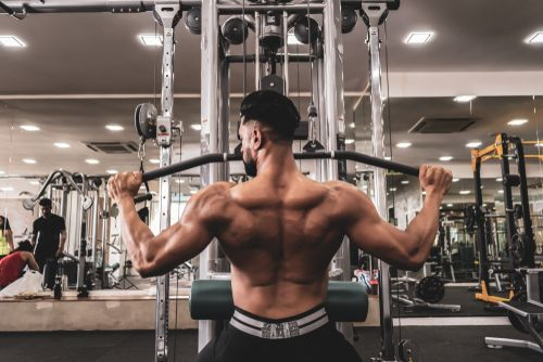 10 Best Lat Pulldown Machines (& How To Use Them)