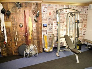 Boxing Theme Crossfit Home Gym Idea, Rocky Would Be Proud. Simple, Manly, And Clean.