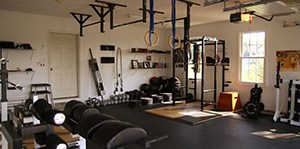 Home Gym With Everything In It This Strength Training Paradise Even Has Extra Thick Padded Gym Mats And Sunlight