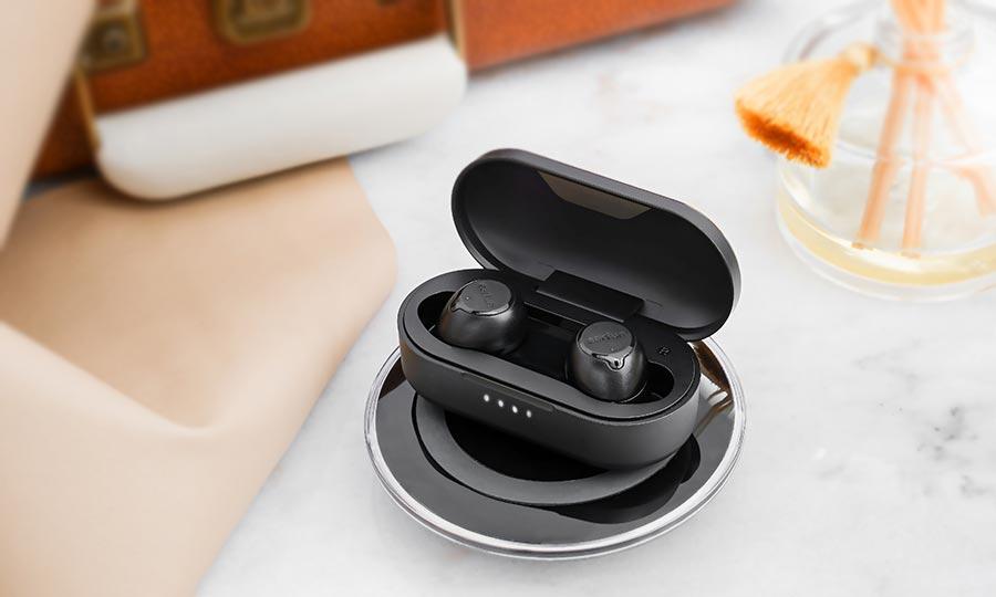 earfun free earbuds charging wirelessly